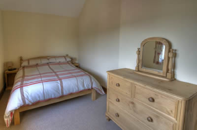 Lamb Farm Holiday Cottages - Ox Cottage Double Bedroom