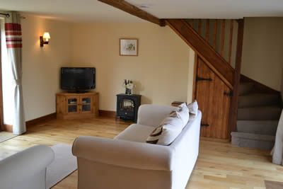 Lamb Farm Holiday Cottages - Living Room of Ox Cottage